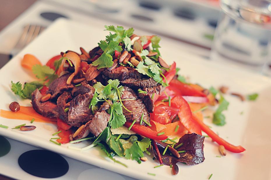 steak salat opskrift