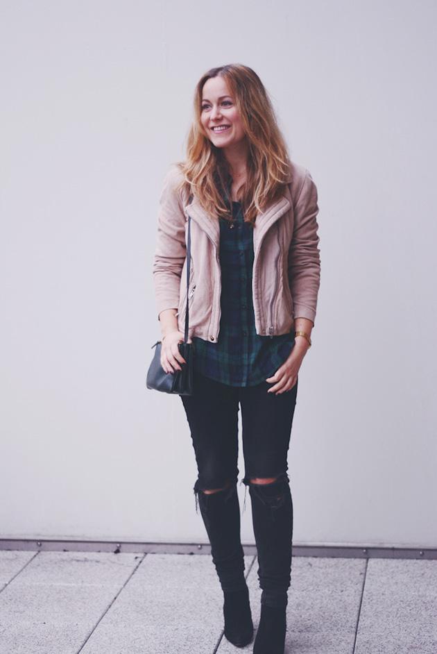 d207ceab Skovmandsskjorte og lyserød jakke - Emily Salomon