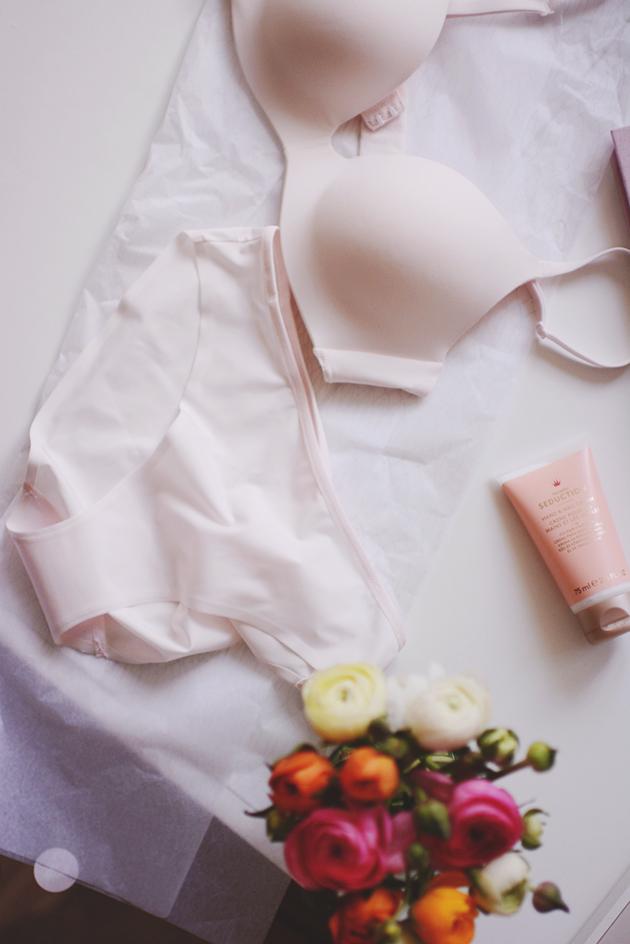 Lette annonceringer com ingen bryster
