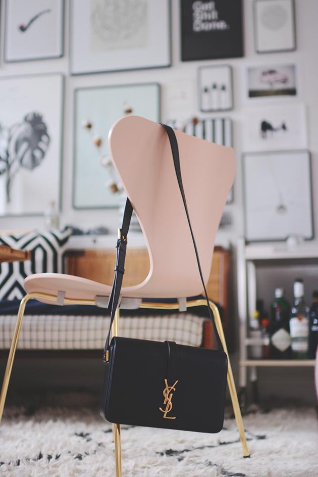 salut mon amour emily salomon. Black Bedroom Furniture Sets. Home Design Ideas