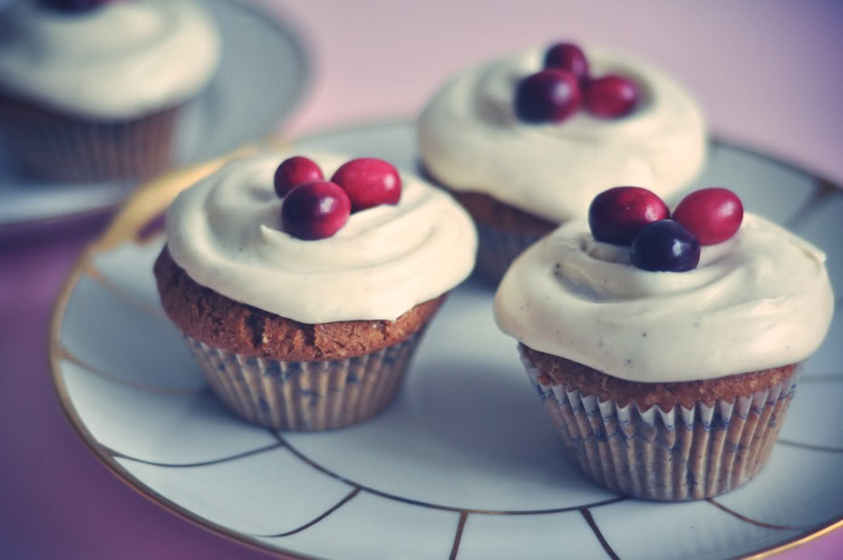 cranberries-and-spice-cupcakes_
