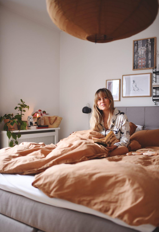 Picture of: Sov Bedre Emily Salomon