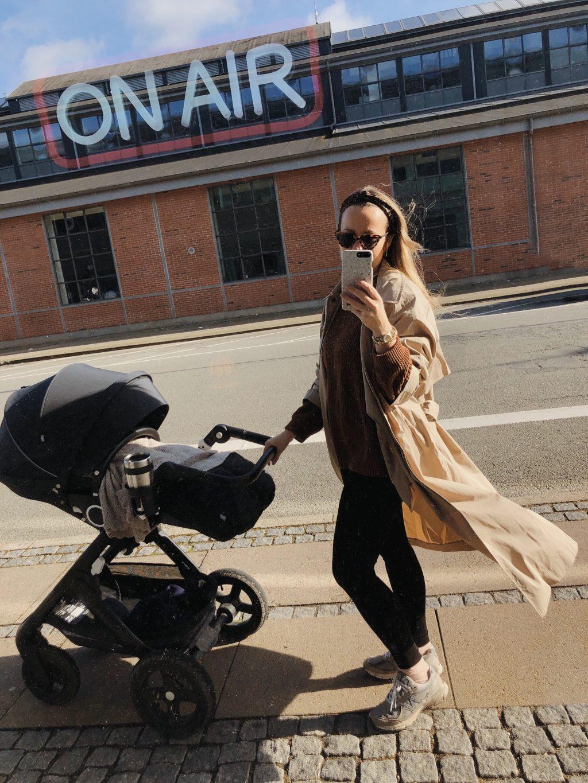mor med barnevogn