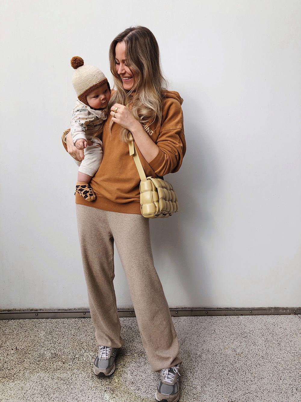 mor der bærer baby på 7 måneder