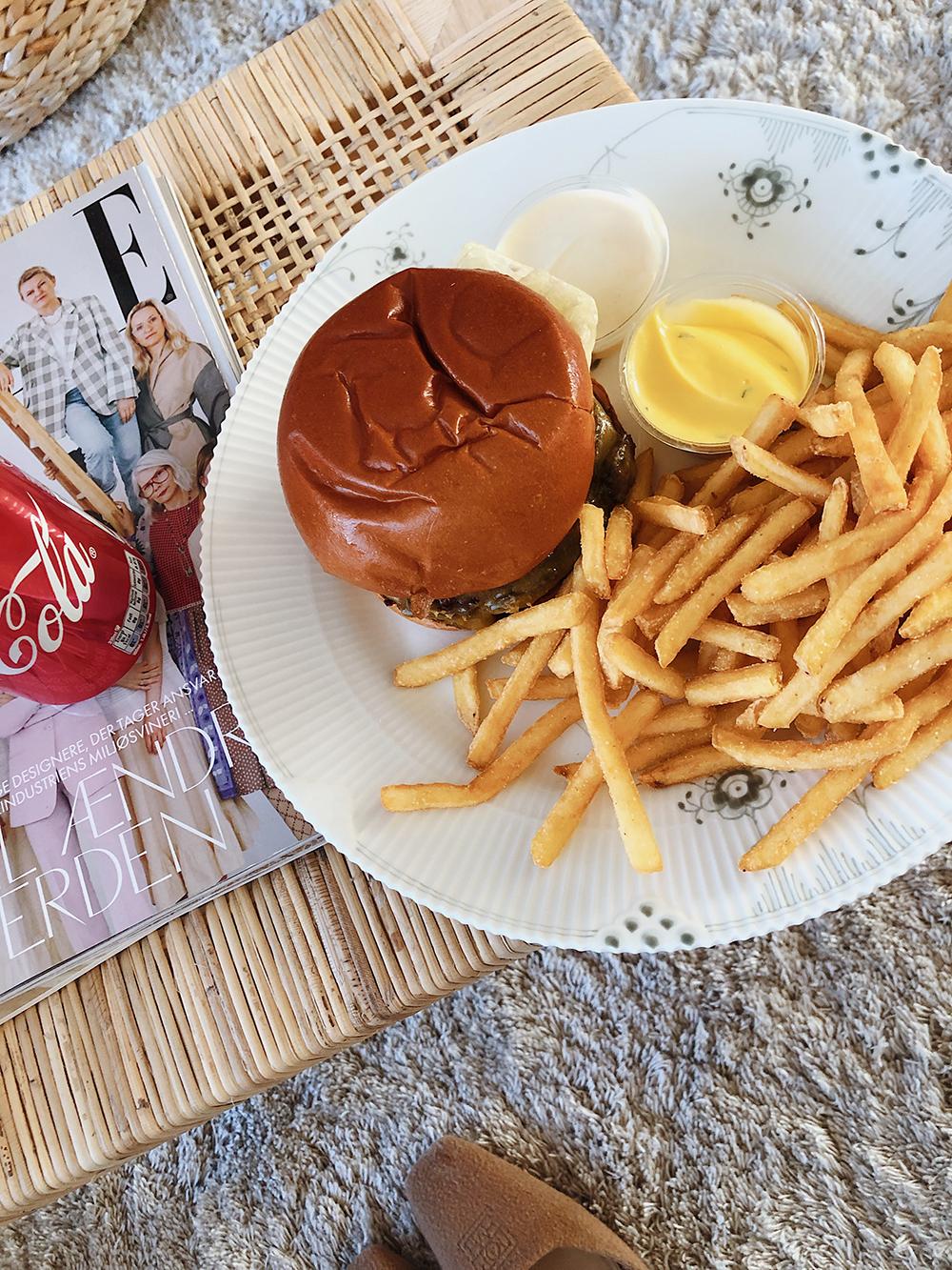 burger og pomfritter