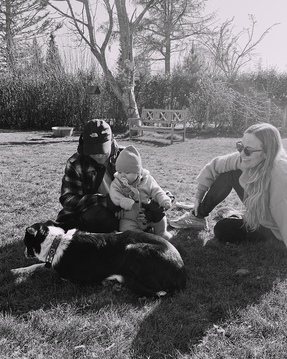 far, mor, baby og hund
