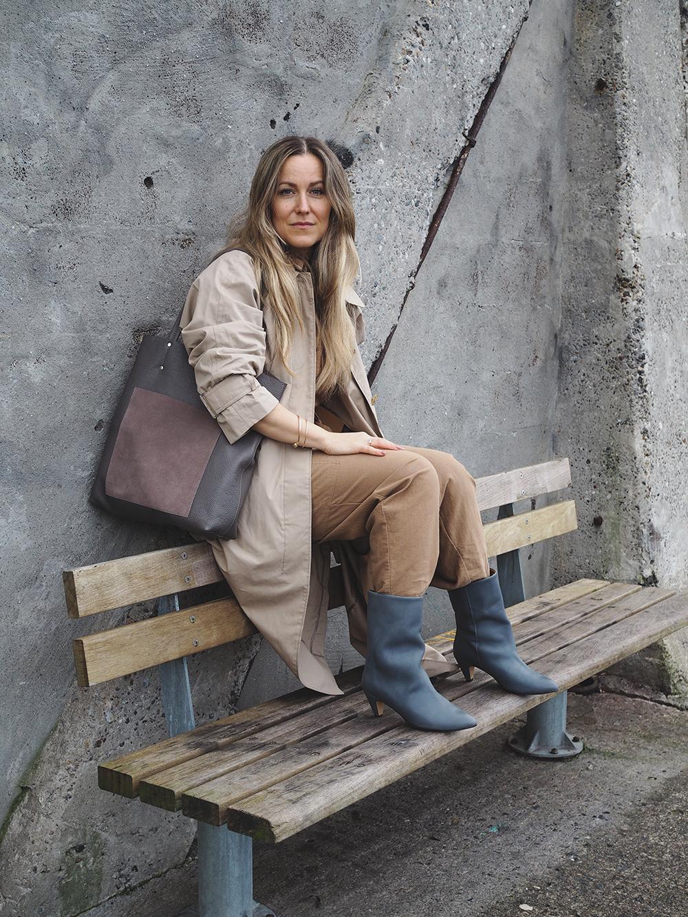 outfit i grå og beige