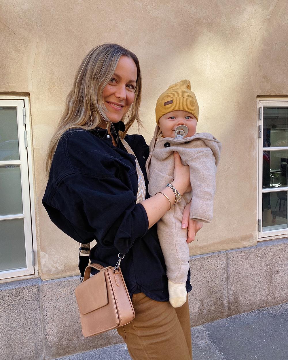 mor med baby på 9 måneder