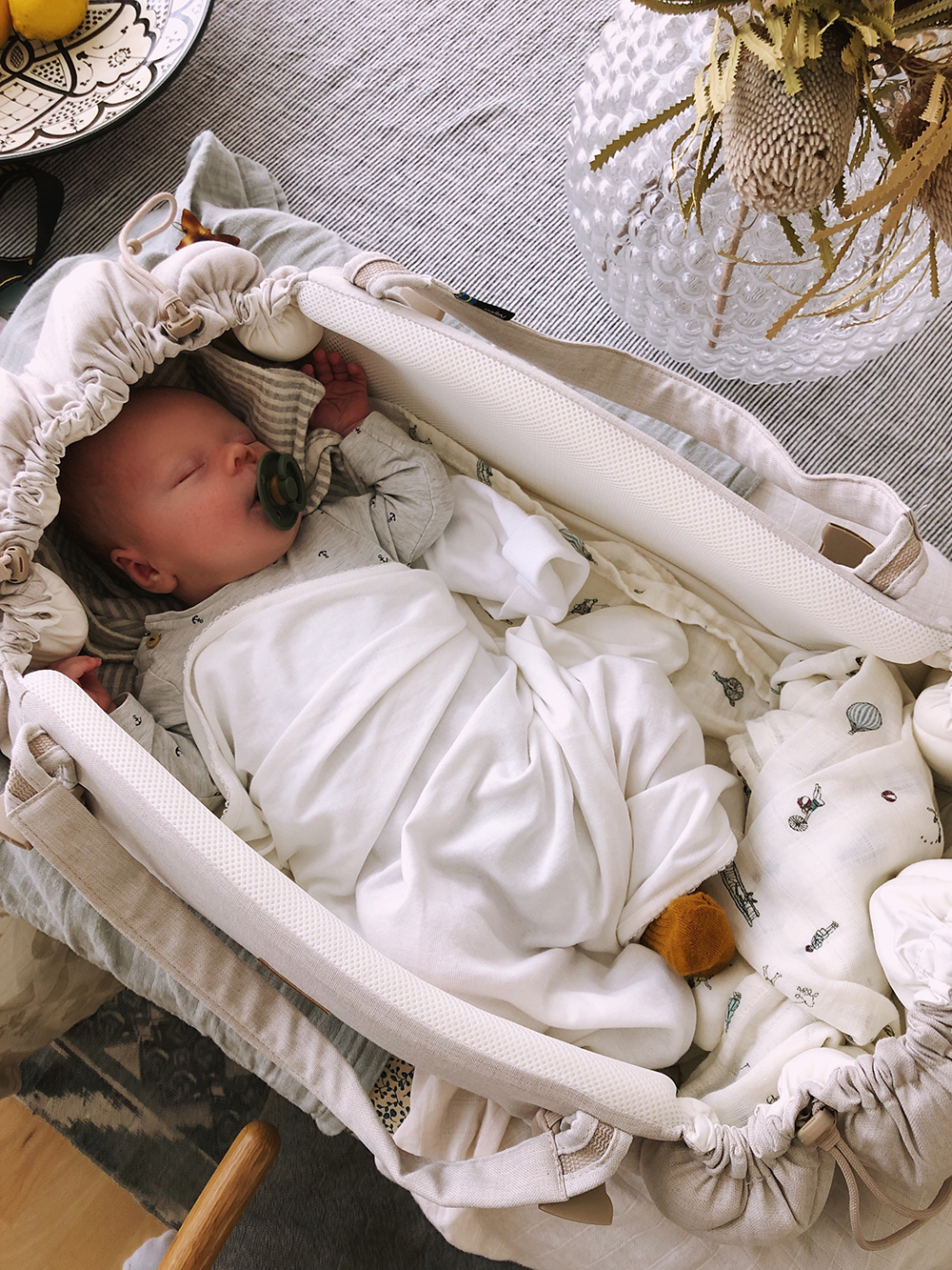 sleep carrier baby lift