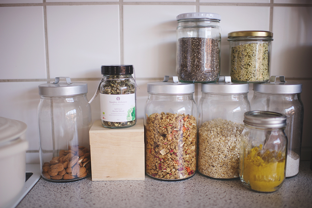 gryn, kerner og frø i opbevaringsglas